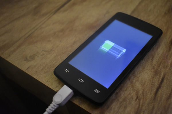 Smartphone beim Ladevorgang