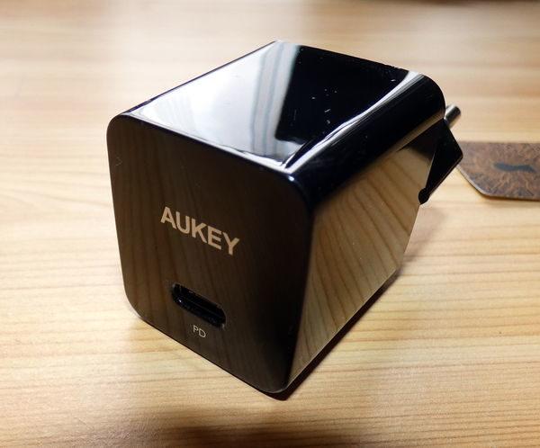 AUKEY USB-C Ladegerät PA-Y18 mit Hochglanz-Oberfläche
